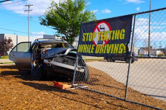 Estudian proyecto para prohibir conducir hablando por teléfono