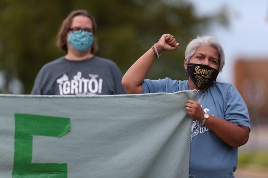 Manifestantes interrumpen reunión de comisionados de Kentwood